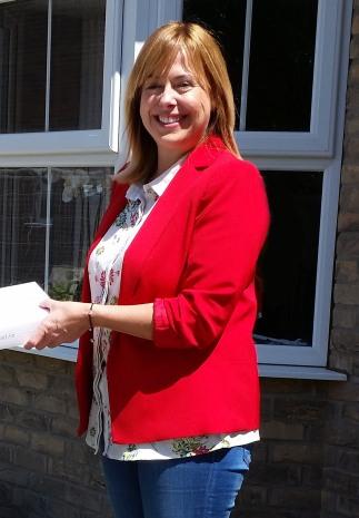 Lucky winner, Jayne Rudd receives her iPad Air!